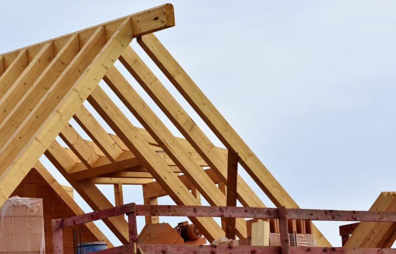 Construction d'une maison à étage en briques avec charpente traditionnelle à La Baule (44)