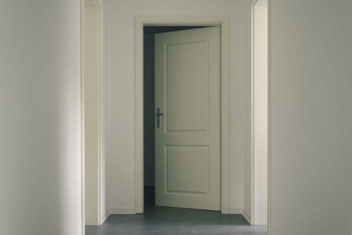 Aménagement avec peinture, porte, sol souple, à Blain (44)