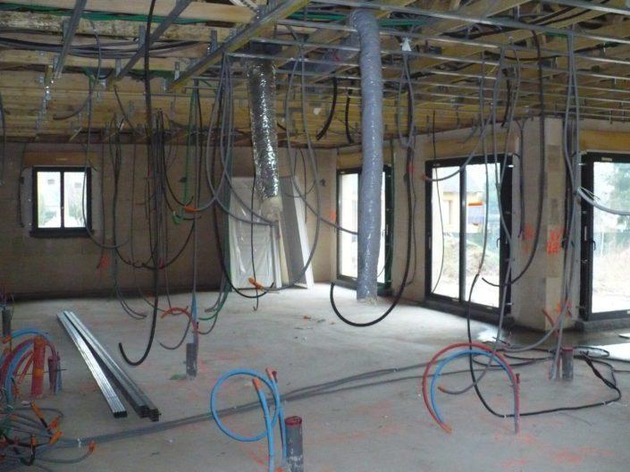 Construction, béton cellulaire pour un artisan, menuiseries en aluminium, gaines électriques, VMS à Sautron