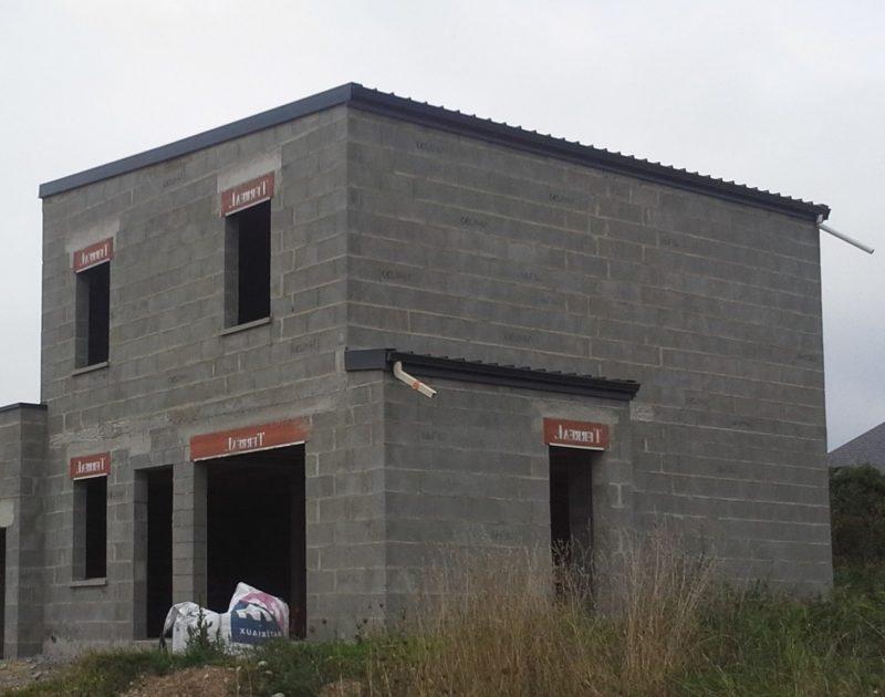 Construction d'un étage en parpaings avec bac acier 7016 à Couëron