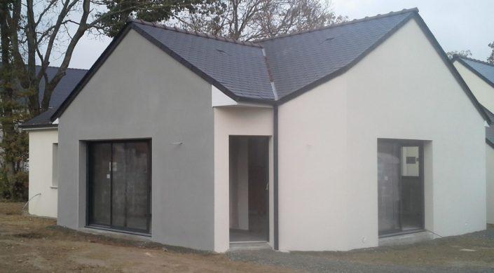 Construction d'une habitation plain pied en ardoise naturelle, sous face PVC blanc à Orvault Loire-Atlantique