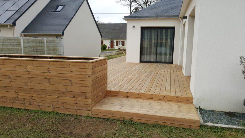 Extension extérieure de terrasse en bois exotique, jardinière à Bouée (44)