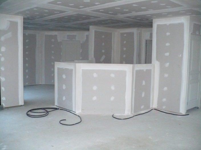 Rénovation d'une cloison en placo et plafond avec une gaine électrique à Cordemais (44)