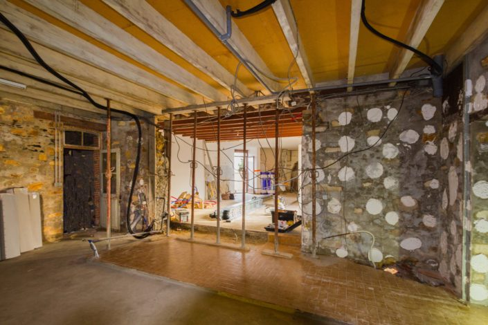 Création d'une ouverture dans un mur en pierre entre la cuisine et la pièce de vie