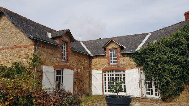 Rénovation d'une maison années 30 avec un étage, en pierre et ardoise naturelle à Ligné (44)